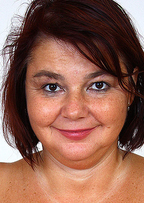 Eva R - old pussy close-ups HD