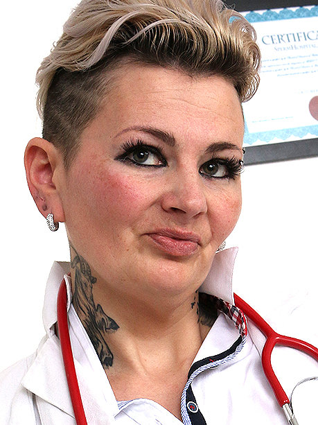Hot female doctor Hedda P