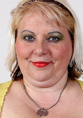 Lorna B - old pussy close-ups HD