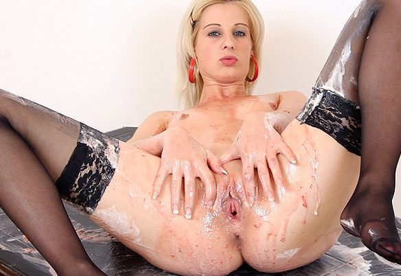 Mia Hilton at MilkyBabes.com