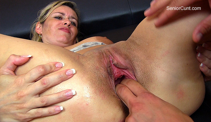 SeniorCunt.com - Cunt stretching close-ups feat. amateur milf Retta