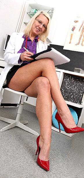 Sexy nurse Sima