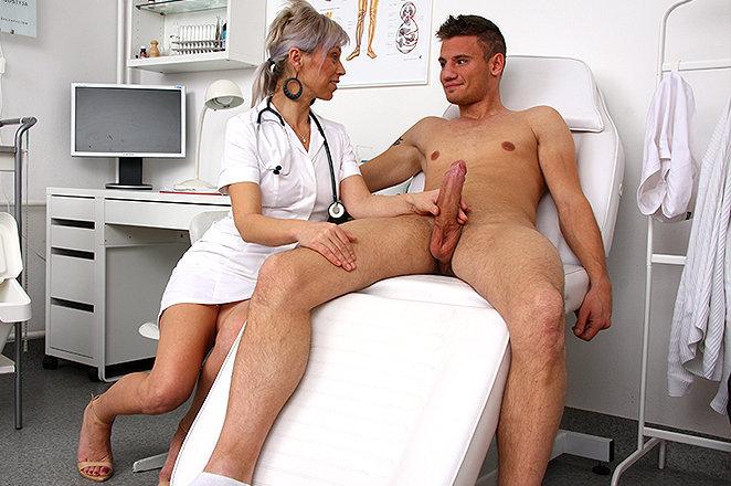vrachiha-drochit-patsientu