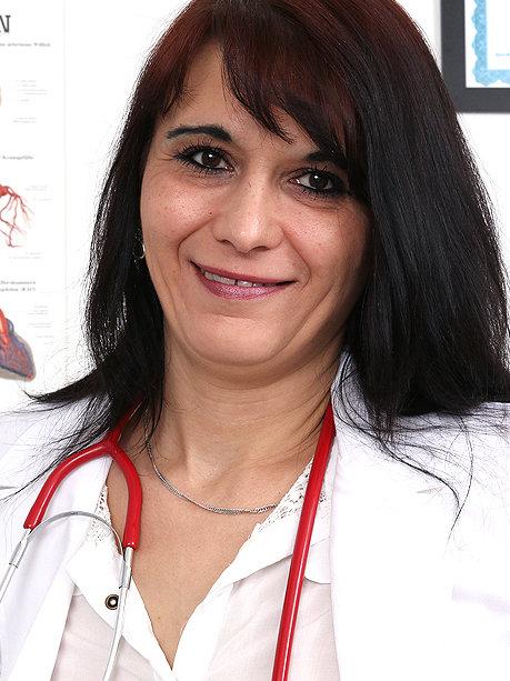 Hot female doctor Beatrix P