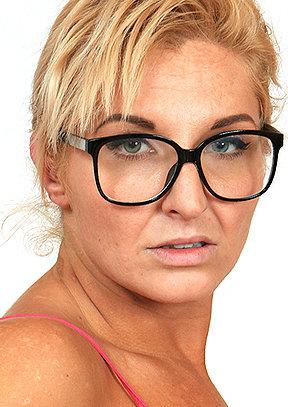 Brigitta M - old pussy close-ups HD