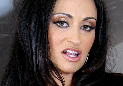 Claudia Valentine at TurboMoms.com