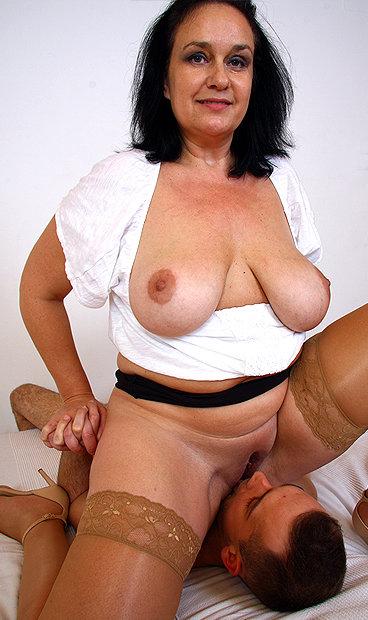 Hot mom Danielle K facesitting a boy