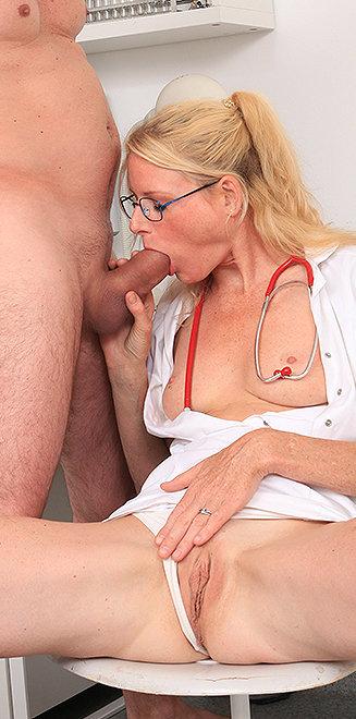 Milf doctor Debora V