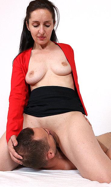 Hot mom Di Devi facesitting a boy