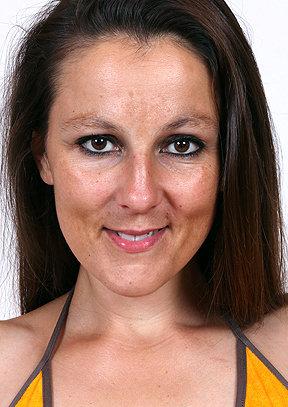 Ella B - old pussy close-ups HD