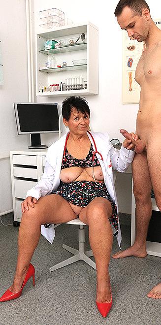 Milf doctor Elma C