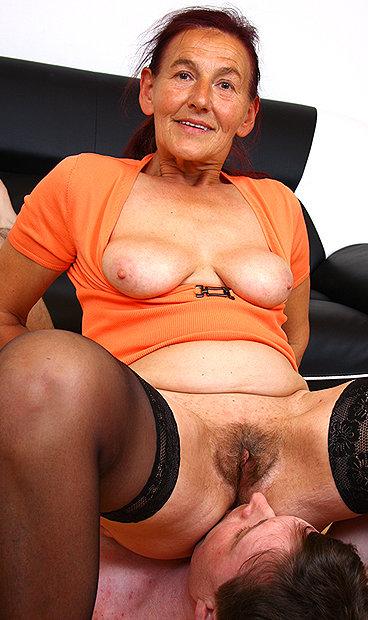 Hot mom Linda B facesitting a boy