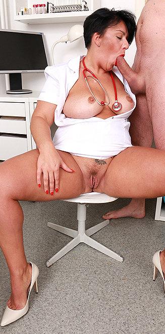 Milf doctor Melanie T