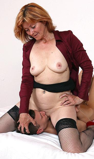 Amateur mom Stefania facesitting fetish