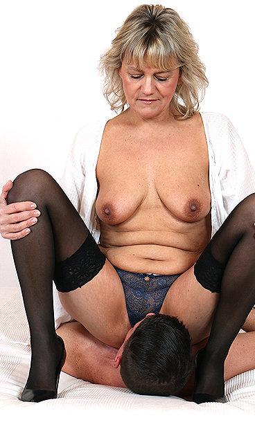 Hot mom Viola B facesitting a boy